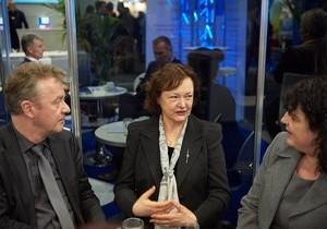 Kerstin Kassner Mit Präsident Jochen Szech Und Schatzmeisterin Anke Budde Zur Pauschalreiserichtlinie
