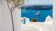 attika-asr-mitglied-griechenland-White-architecture-on-Santorini ©discovergreece