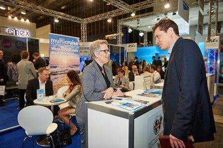 Marion Wenzel (Multicruise) im Gespräch mit Partnern
