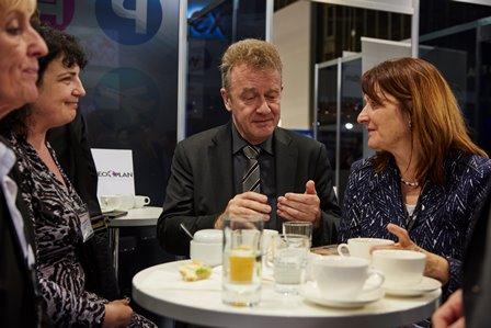 Heike Brehmer (Vorsitzende Tourismusausschuss) im Gespräch mit Präsident Jochen Szech und Schatzmeisterin Anke Budde zur Bedeutung des Tourismus im MIttelstand