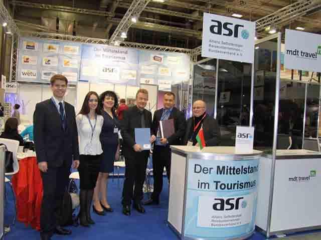 vlnr: Dr. Dzimitry Marozau (Vorstandsmitglied der BTU), Tatyana Semizhon (Vorstand Markting der BTU), Anke Budde, Jochen Szech, Filipp Guly (Chairman des BTU), Detlef Meyer